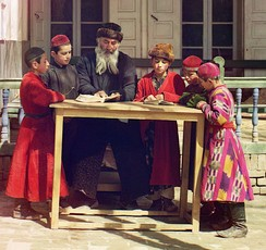 Jewish children with their teacher in Samarkand, the beginning of the 20th century.