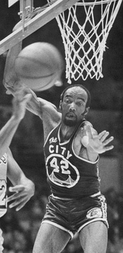 Nate Thurmond averaged over 20 points per game during five different seasons and over 20 rebounds per game during two seasons while with the Warriors.