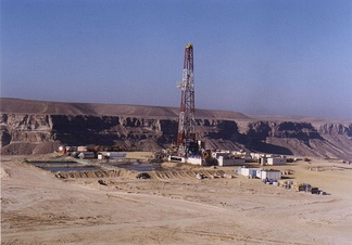 Drilling for oil in Yemen using a land rig