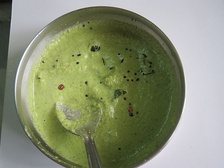 Coriander leaves in coconut chutney