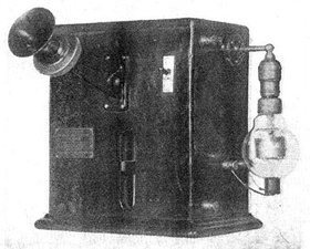 One of the first vacuum tube AM radio transmitters, built by Lee De Forest in 1914. The early Audion (triode) tube is visible at right.