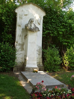 Brahms' grave on the Zentralfriedhof designed by Horta