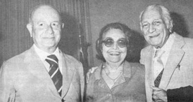 Adonias Filho (on the left) with friends, Brazilian writers Rachel de Queiroz (center), and Gilberto Freyre (right).