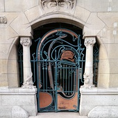 Entrance of the Castel Béranger in Paris, by Hector Guimard