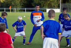 Giovanni Van Bronckhorst doing some coaching
