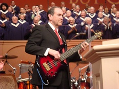 Huckabee playing bass guitar at Thomas Road Baptist Church in 2008