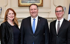Mike Pompeo (center) with wife Susan and son Nicholas in 2018