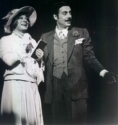 M. O'Haughey as Mary Sunshine and Jerry Orbach as Billy Flynn in the original Broadway cast, 1976