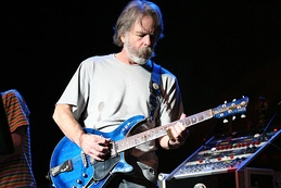 Bob Weir onstage in 2007, playing a Modulus G3FH