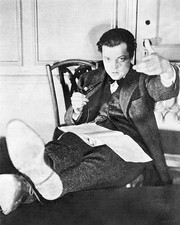 At age 22 Welles was Broadway's youngest impresario — producing, directing and starring in an adaptation of Julius Caesar that broke all performance records for the play (1938)