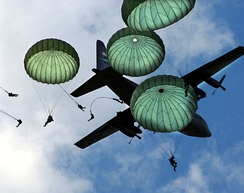 The Army 82nd Airborne Division performs a mass paratroop jump with during the 2006 Joint Service Open House hosted at Andrews Air Force Base, 20 May 2006.