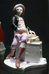 Figure of a cheese seller by Bustelli, Nymphenburg porcelain (1755)