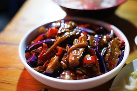 Chinese yúxiāng-qiézi (fish-fragrance eggplants)