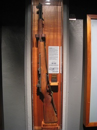 M1 Garand displayed with en bloc clip at US Army Museum of Hawaii