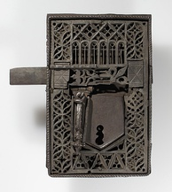 Medieval Gothic lock, from the 15th–16th centuries, made of iron, in the Metropolitan Museum of Art (New York City)
