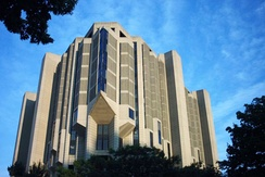 Robarts Library houses the university's main collection for humanities and social sciences.