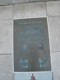 "Di Stéfano's Golden Foot award in ""The Champions Promenade"" on the seafront of the Principality of Monaco"