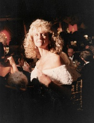 Newton-John at the 1989 Academy Awards