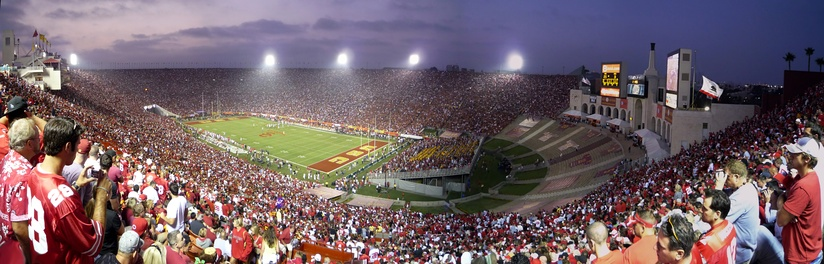 Panorama of Los Angeles Memorial Coliseum before renovations, with first game under the 2008 seating configuration: a capacity 93,607 crowd attends Ohio State at USC