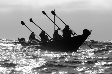 Paddlers making the crossing to Santa Cruz Island aboard the reconstructed tomol 'Elye'wun, in 2006.