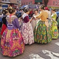 Valencian women with traditional dress and hair