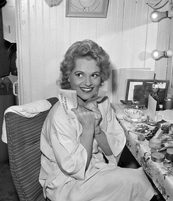 Holliday in her dressing room, Los Angeles Civic Light Opera, 1959