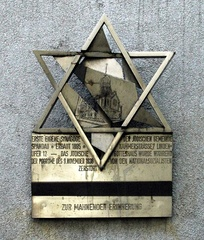 Plaque commemorating the synagogue at Spandau, which was built in 1895 and destroyed on Kristallnacht in 1938. The plaque, on Lindenufer and the corner of Chamber Street (the site of the former synagogue in Altstadt Spandau), was sculpted by Volkmar Haase [de]
