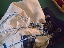 A set of tzitzyot with blue tekhelet thread