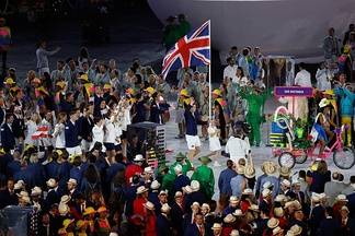 Murray carrying the flag on behalf of athletes from Great Britain during the parade of nations at the 2016 Summer Olympics opening ceremony