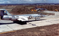 83d FIS F-104As at Taoyuan Air Base, Taiwan, during the 1958 Quemoy Crisis.