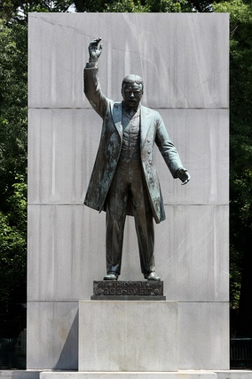 Theodore Roosevelt Statue by Paul Manship.jpg