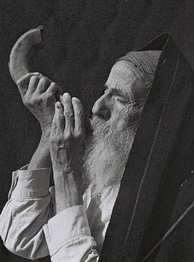 Yemenite Jew blows shofar, 1947