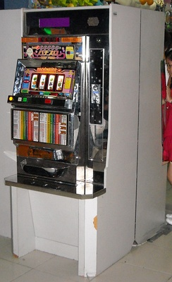 Pachin Slot, a medal game similar to a slot machine.