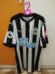 Newcastle United home shirt for the 2017–18 season