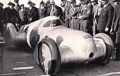 Hans Stuck Sr. in an aerodynamic Type B in Italy