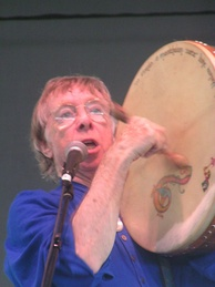 Tommy Makem performing at the Dublin (Ohio) Irish Festival, 2005.