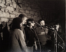 Late line-up of The Watersons featuring (left to right) Norma, Martin Carthy, Rachel, Mike and Lal Waterson. Live at the Rockingham Arms, Wentworth, South Yorkshire, 16 October 1987.