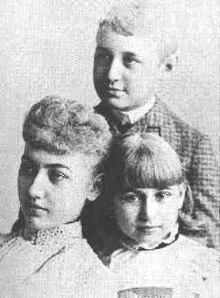Jessie Harlan Lincoln (right), with her siblings Abraham II (top) and Mary (left)