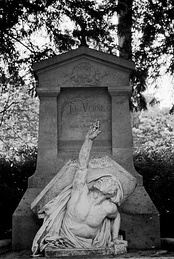 Verne's tomb in Amiens