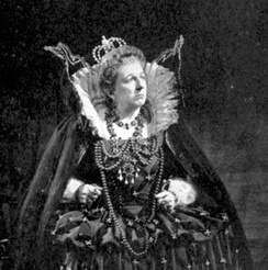 Joan Cross as Britten's Gloriana