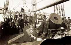 Main deck of Union Navy mortar schooner showing mounting of 13-inch seacoast mortar and crew. (U.S. Army Military History Institute.)