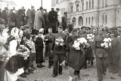 Dimitar Vlahov, Mihajlo Apostolski, Metodija Andonov-Čento, Lazar Koliševski and others, greeted in Skopje after the capture of the city in November 1944