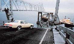 The collapsed original bridge on May 9, 1980, after the Summit Venture collision. Photo by St. Petersburg Times