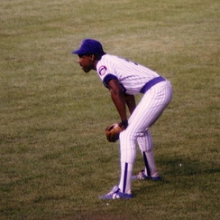 Dawson in right field at Wrigley Field, August 1988.