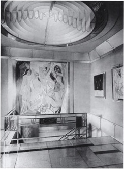 Jacques Doucet's hôtel particulier, 1927. Picasso's Les Demoiselles d'Avignon can be seen hanging in the background