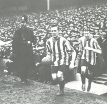 Captain George Utley leads Sheffield United out for the 1915 FA Cup final.