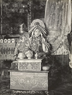 Photograph (1900) of the Maharani of Sikkim.  Sikkim was under the suzerainty of the Provincial government of Bengal; its ruler received a 15-gun salute.