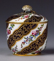 Sèvres sucrier and cover - sugar pot, Bouret shape - c. 1770