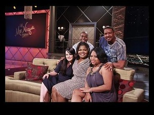 The cast of The Parkers on The Mo'Nique Show: (l-r) Ken Lawson, Dorien Wilson (back row), Jenna von Oÿ, Mo'Nique and Countess Vaughn (front row)