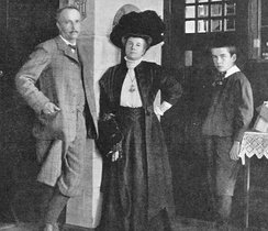 Strauss with his wife and son, 1910